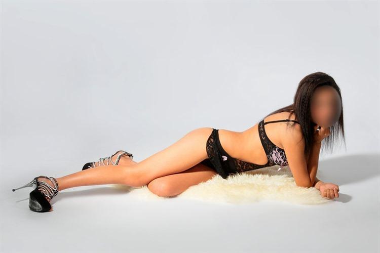 escort mv strapse high heels